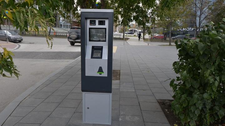 Паркомат уже поставили: стоянка у Ельцин-центра станет платной