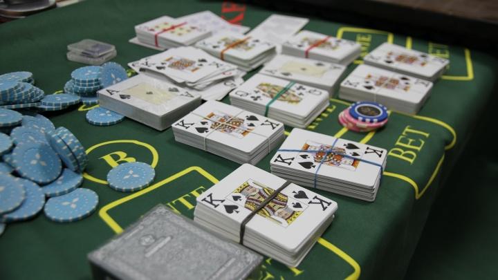 В коттедже на Циолковского накрыли казино с игровыми автоматами и столом-рулеткой