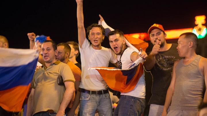 Ликующий фан-фест в Волгограде: Россия ждёт в четвертьфинале Хорватию