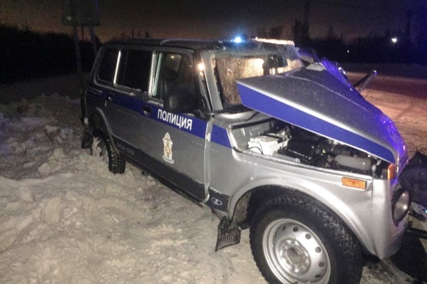 Спустя 10 минут после первой аварии в полицейскую машину врезалась Kia Rio