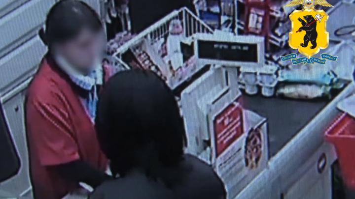 Продавцы массово жалуются: москвичка устроила в Ярославской области шопинг на поддельные деньги