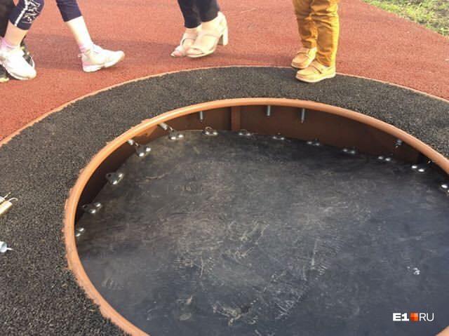Батуты порвались почти сразу после открытия площадки
