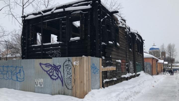 В Екатеринбурге выставили на продажу сгоревший барак, который 28 лет считали памятником