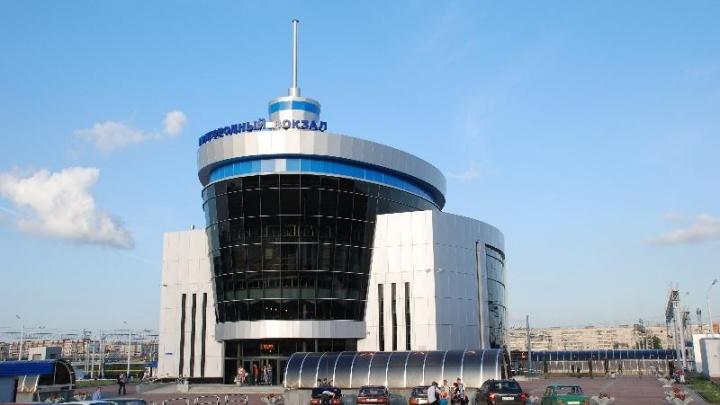 На пригородном вокзале Челябинска ввели досмотр пассажиров и багажа