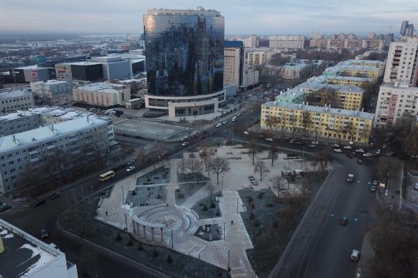 Высотка из стекла и бетона стала доминантой Крымской площади