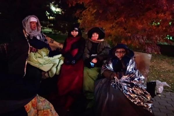 10 представителей дольщиков решили ночевать рядом с правительством, чтобы привлечь внимание властей