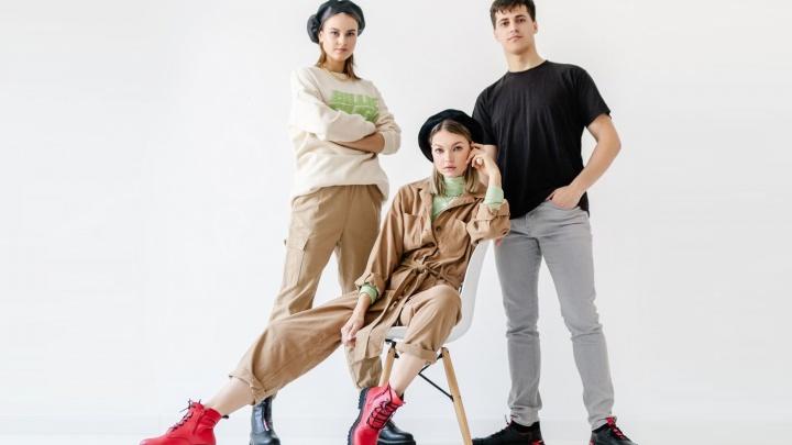 Виниловые берцы, пряный шафран и казаки-челси: эти тренды покорили модный инстаграм