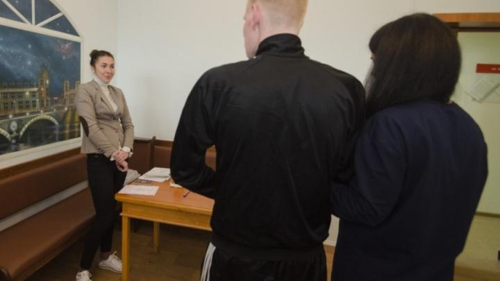 Не пугают ни сроки, ни статьи: как северянки влюбляются и выходят замуж за осужденных
