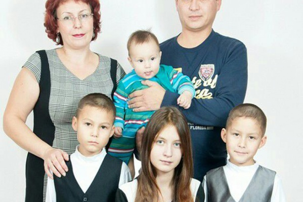 Всего в семье Астаховых-Винокуровых пятеро детей —на фото не хватает младшей дочки Полины