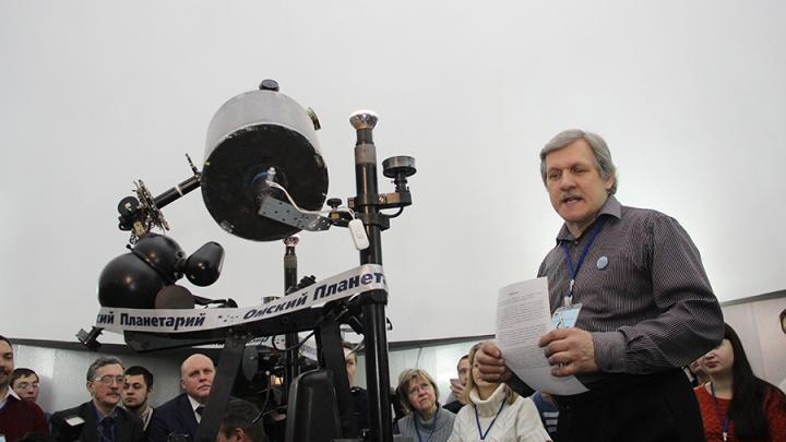 «Переезжать не хотелось бы — мы сильно вложились в здание»: прокуратура закрыла омский планетарий