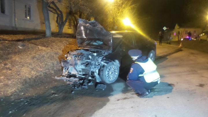 На Химмаше лихач на Ford устроил лобовое ДТП, женщину увезли на скорой
