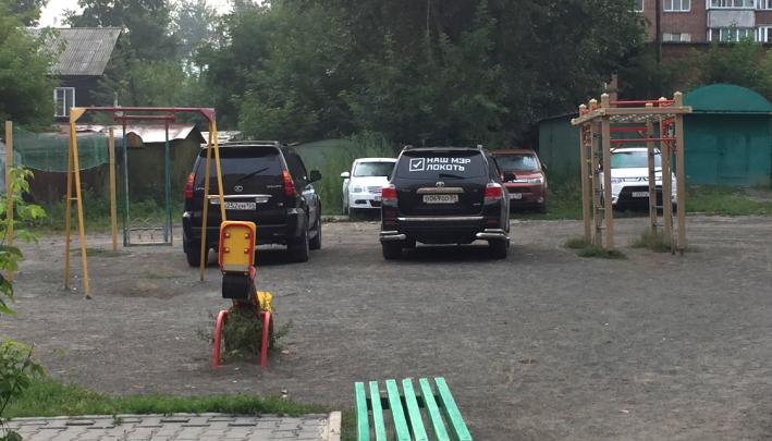 «Я паркуюсь как чудак»: выбираем чудака 3-летия — джип с надписью«Наш мэр — Локоть» и Lada на помойке