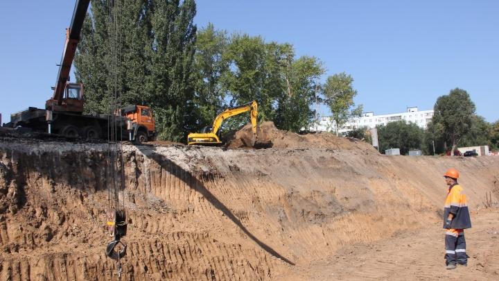 «Саркофаг уходит в канализацию»: на Алма-Атинской забетонируют коллектор