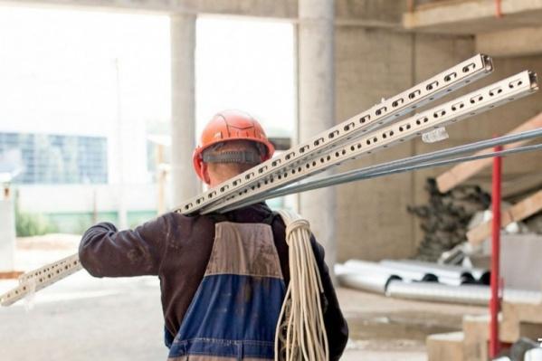 Строителям и инженерам предлагают хорошие зарплаты