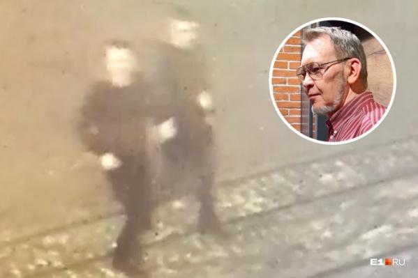 Камера наружного наблюдения сняла двоих мужчин, гнавшихся за архитектором