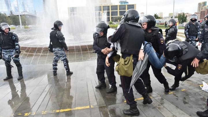 Оцепили центр, задержали десятки человек: все об акции против пенсионной реформы в Екатеринбурге