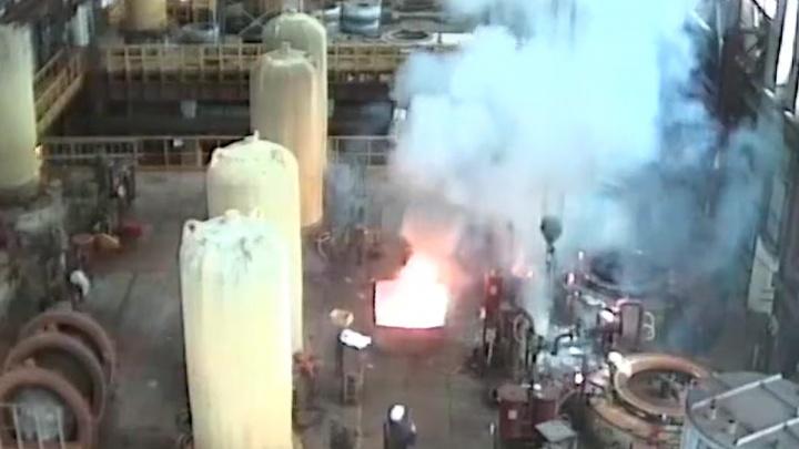 «Произошел взрыв, пострадал рабочий»: в Сети опубликовали видео ЧП на Соликамском магниевом заводе