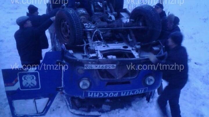 В Башкирии перевернулась машина «Почты России»