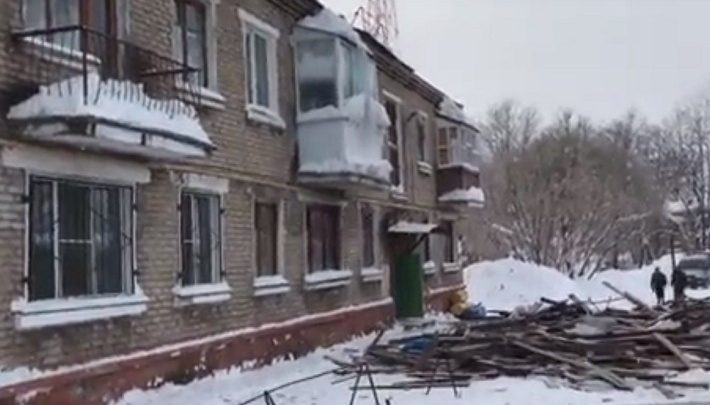 Прокуратура Прикамья выяснит, из-за чего обрушилась крыша многоквартирного дома в Березниках