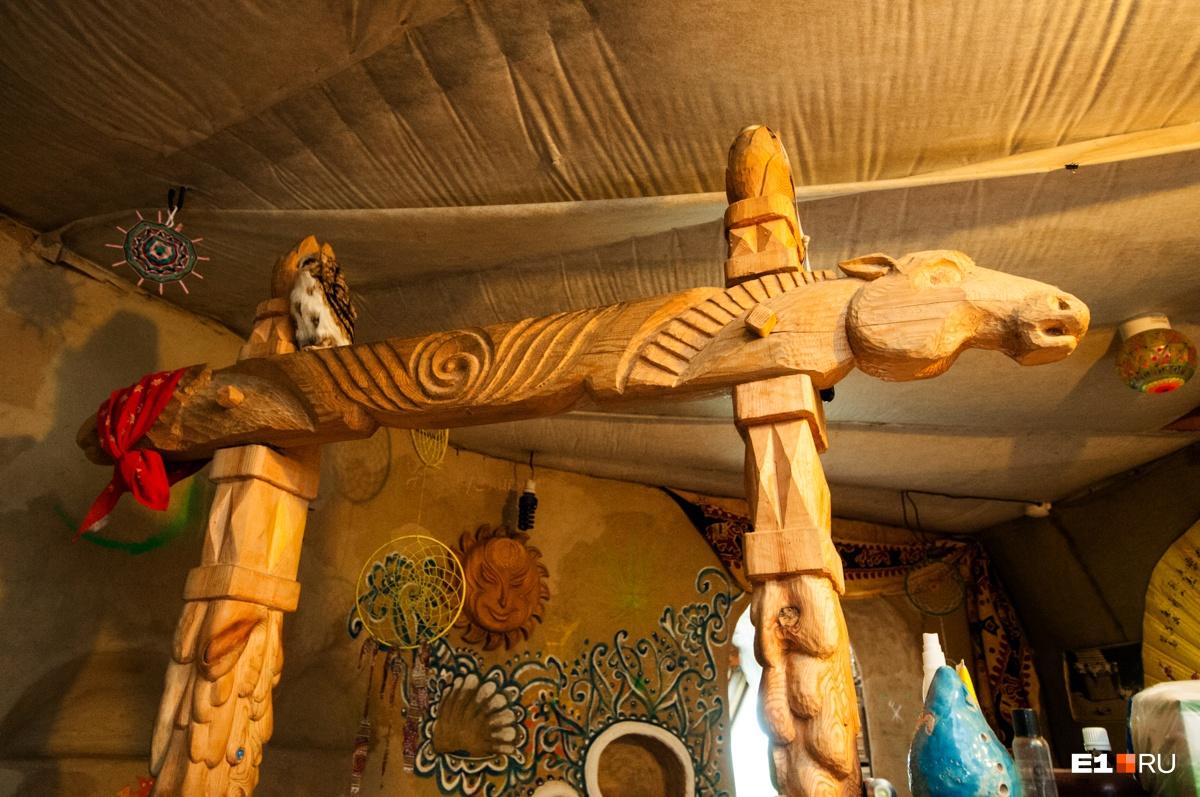 «В мире таких больше нет»: семья екатеринбуржцев построила дом, похожий на нору хоббитов