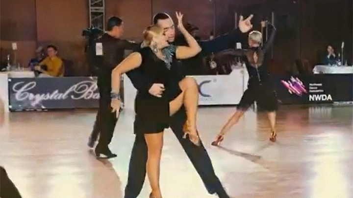 Видео дня. Ирина Пегова показала огненный танец с выступления в Санкт-Петербурге
