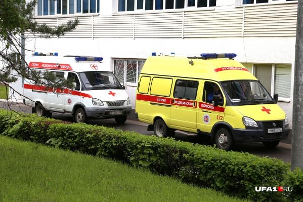 Женщину, выпавшую из окна, доставили в больницу