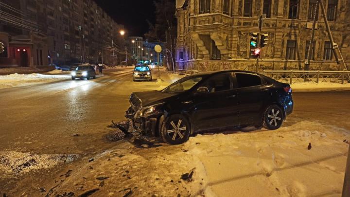 В Архангельске при столкновении двух автомобилей пострадали два ребёнка