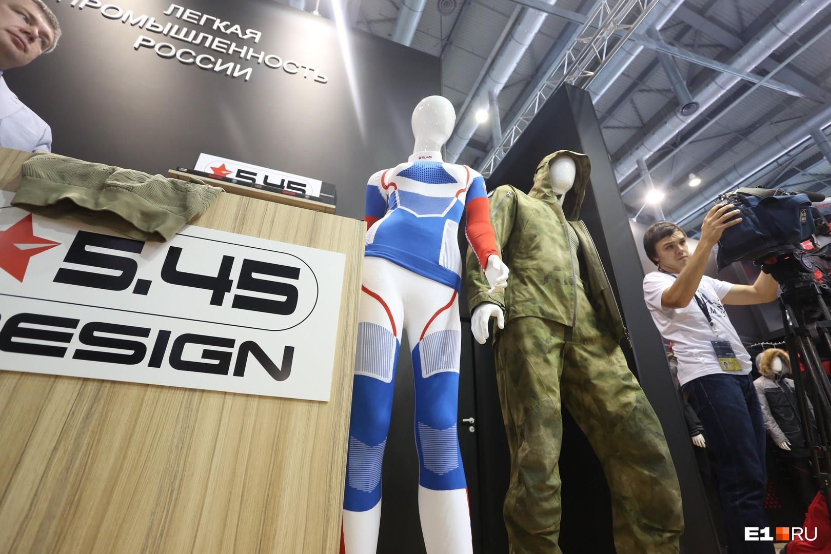 Неподалеку расположен стенд легкой промышленности России, на котором представлены последние новинки