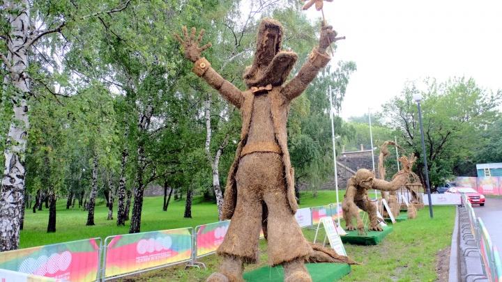 «Крокодил солнце в небе проглотил»: на пермской набережной поставили фигуры по мотивам сказок