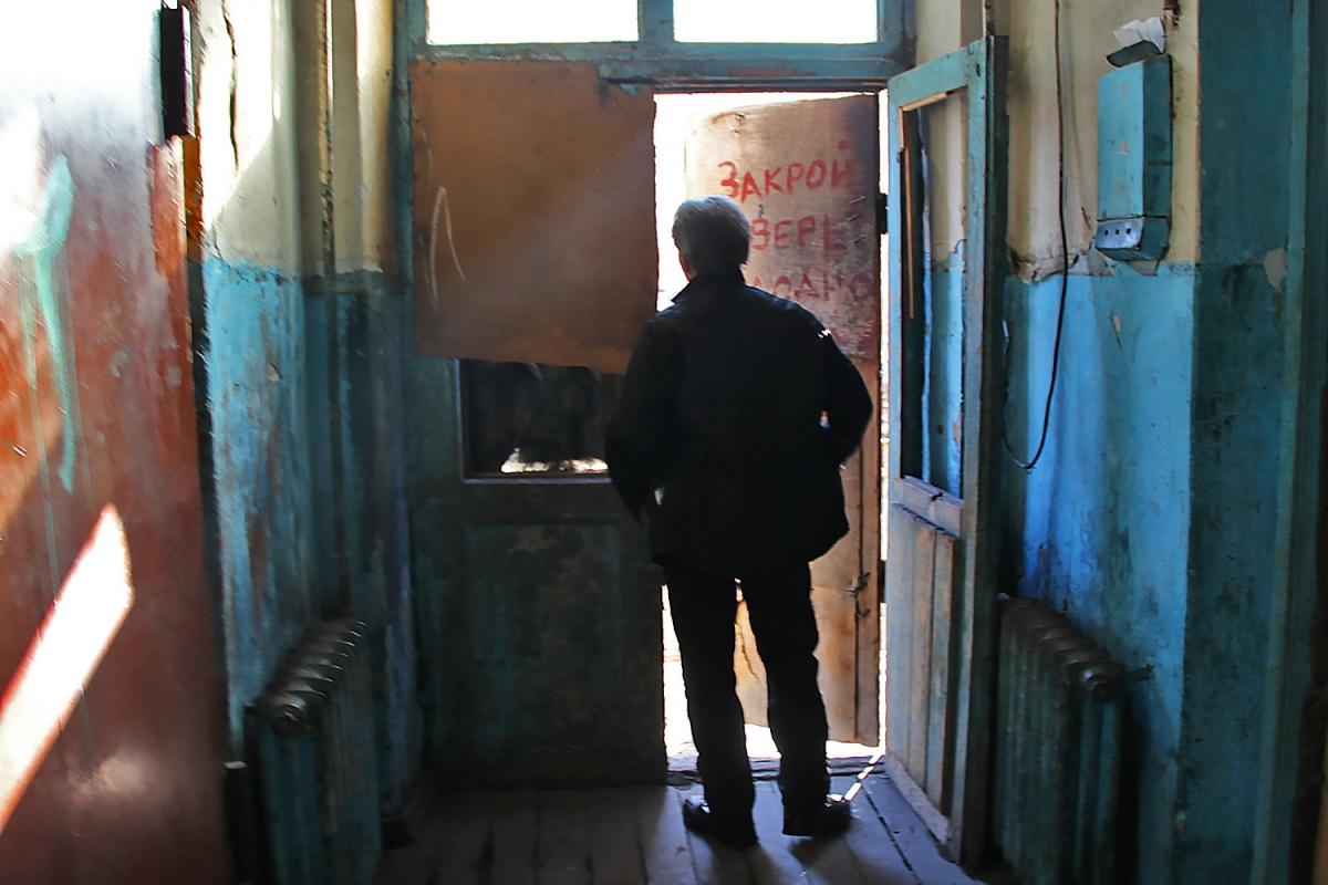 Из аварийного дома на улице Тюменская, 5 Кировский суд выселил пенсионера, прожившего здесь всю жизнь