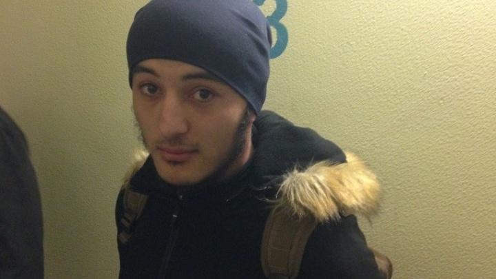 В Екатеринбурге задержали за экстремизм мужчину, который работал поваром в киоске с шаурмой