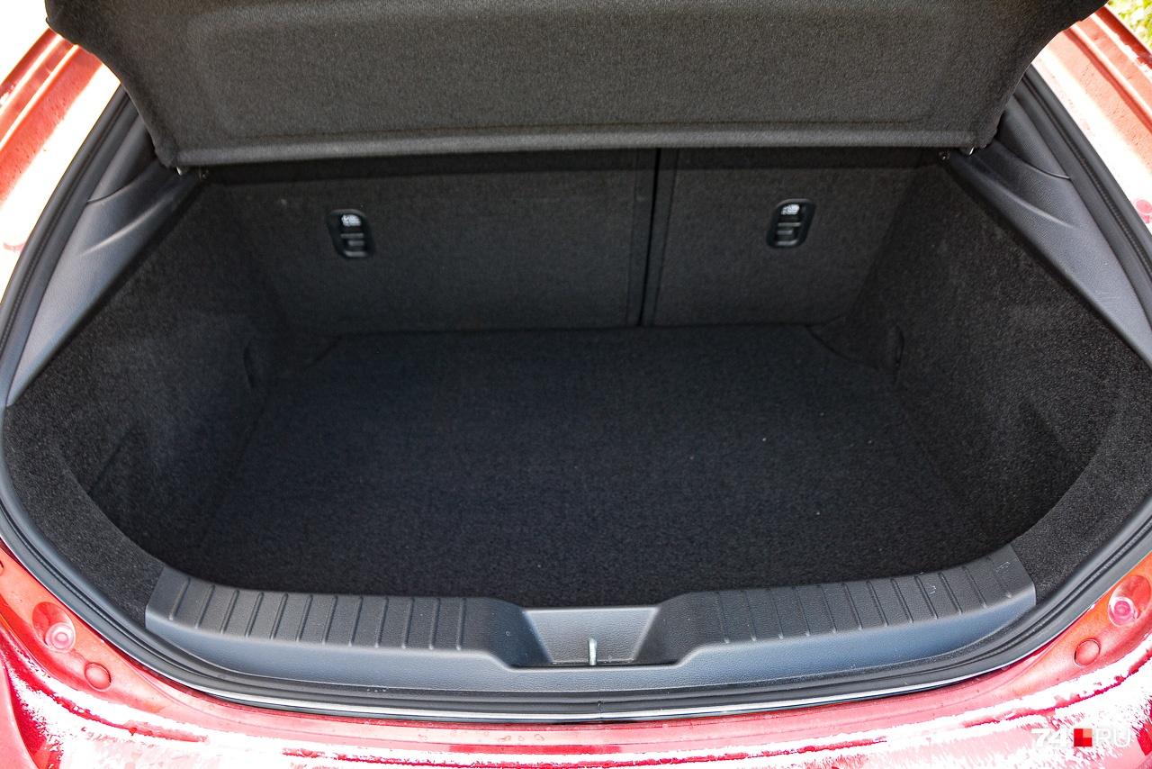 Высокий порог, маленький объём — багажник не для садовода