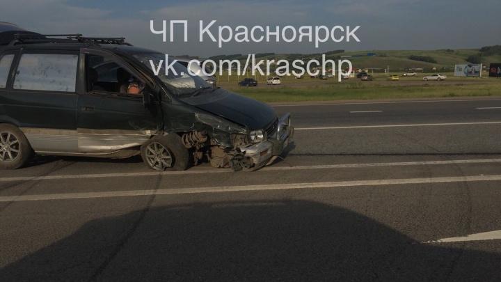 Невнимательный водитель выехал на дорогу под встречный универсал