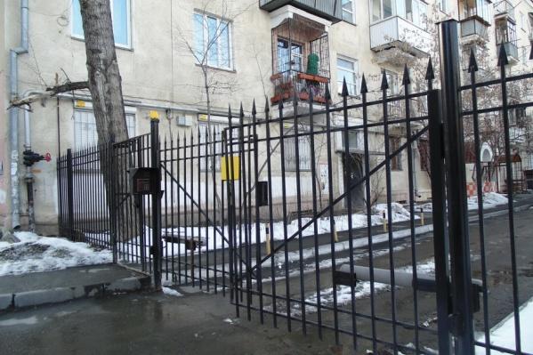 Чаще всего закрыть двор стараются жители центра города