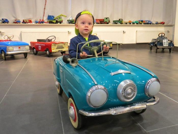 В субботу дети будут выяснять, кто из них быстрее ездит на педальных машинках