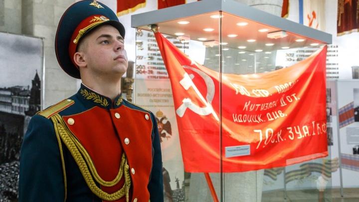 «Всё началось со Сталинграда»: в Волгограде открылась выставка главных символов победы