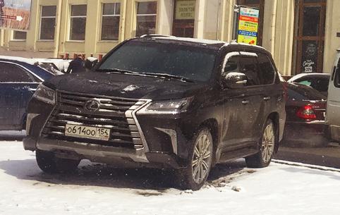 «Я паркуюсь как чудак»:Lexus OOO —царь улицы Советской