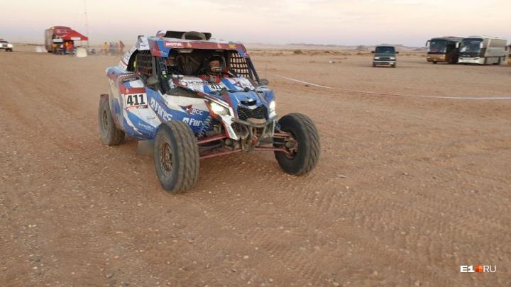 «Дорога была похожа на Марс»: Карякин пробил всего одно колесо и финишировал четвёртым на этапе «Дакара»