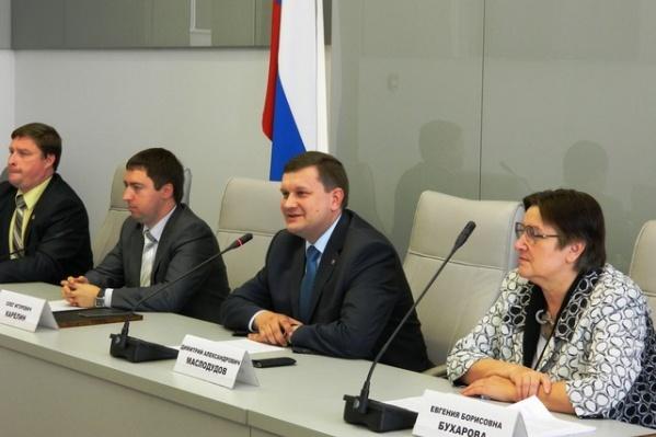Димитрий Маслодудов на фото посередине