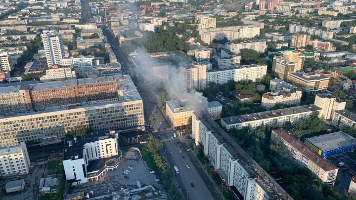 Рядом с «Высоцким» загорелась квартира на восьмом этаже