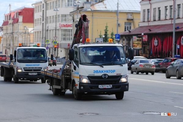 В основном машины эвакуируют из центра Екатеринбурга