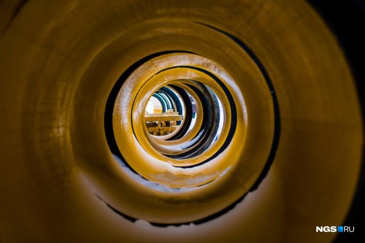 Внутри трубы покрыты слоем пластика
