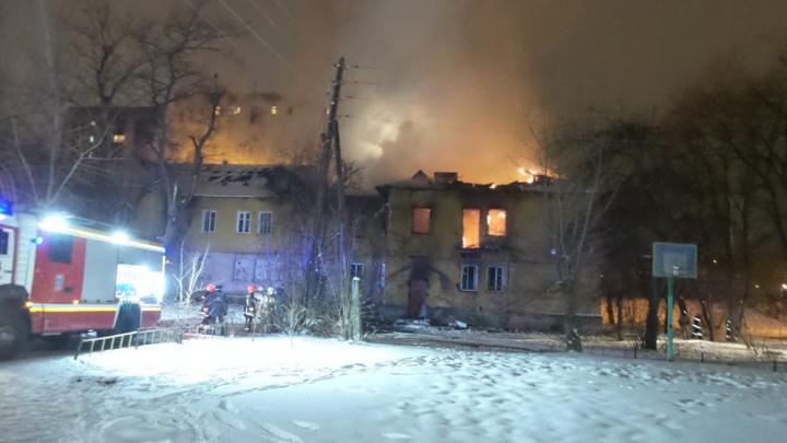 Совпадение? На Уралмаше и Эльмаше почти одновременно загорелись два расселенных дома