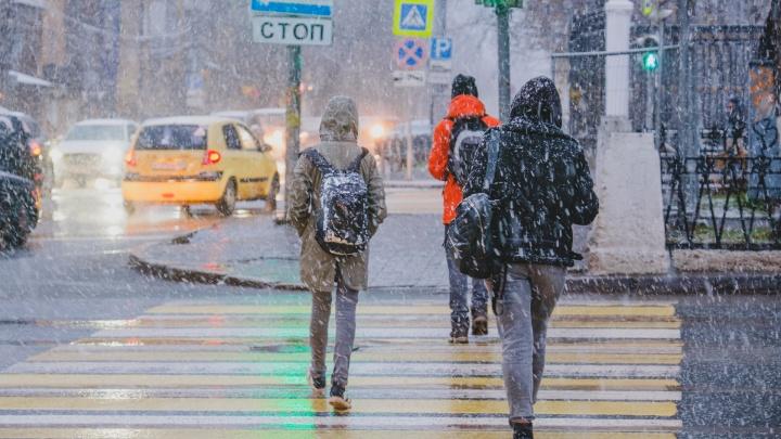 МЧС предупреждает о сильном дожде и мокром снеге в Прикамье