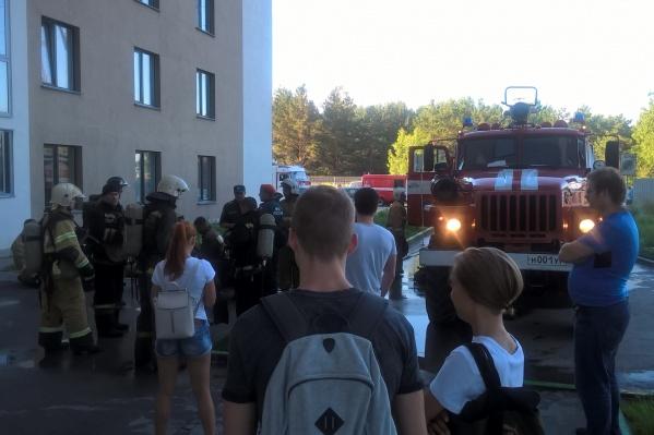 Пожар случился в 17-этажном доме на улице Русская