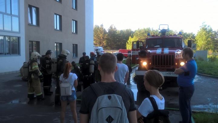 Пожар на Русской: эвакуированы десятки человек и спасена беременная женщина