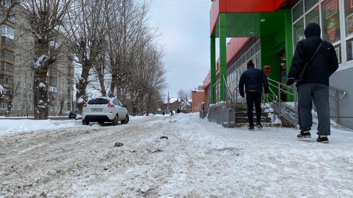 Общественники уверены, что дорожники пересаливают улицы Тюмени. Публикуем мнения обеих сторон