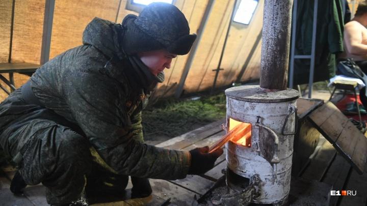 В Екатеринбурге военные окунулись в крещенскую купель