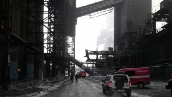 Огонь на высоте в 30 метров: в цехе ММК загорелась транспортёрная лента
