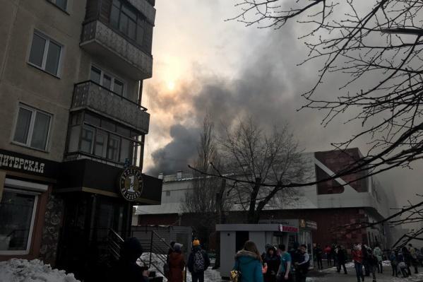 Пожар в кемеровском ТЦ «Зимняя вишня» вечером 25 марта унёс десятки жизней